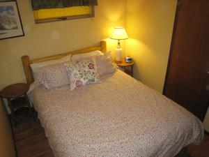 A bed or beds in a room at Fossil Beds Guesthouse