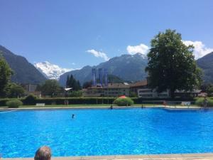 Der Swimmingpool an oder in der Nähe von Hotel Derby