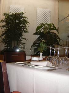 A restaurant or other place to eat at Hotel Convento Del Giraldo