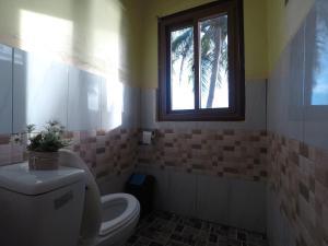 A bathroom at Coconut Garden Island Resort