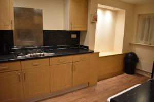 A kitchen or kitchenette at Home From Home