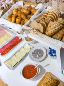 Colazione disponibile per gli ospiti di Hostal Menurka