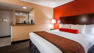 A bed or beds in a room at Best Western Plus Casino Royale - Center Strip