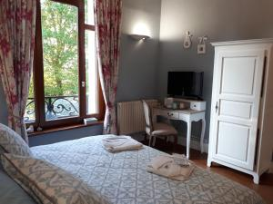 Un ou plusieurs lits dans un hébergement de l'établissement Le Manoir de la mantille