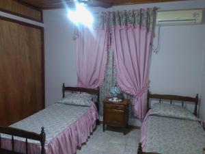 Una cama o camas en una habitación de El Sauce