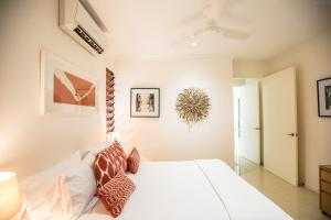 A bed or beds in a room at Serenity Sands - Port Douglas