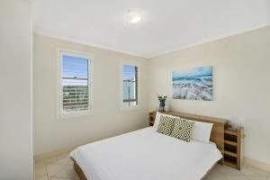 A bed or beds in a room at CASA DEL REY, UNIT 5