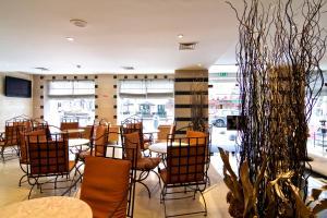 Um restaurante ou outro lugar para comer em SANA Executive Hotel