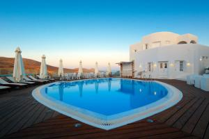 The swimming pool at or close to Aspalathras White Hotel