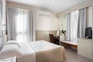 Letto o letti in una camera di Hotel Grifone Firenze