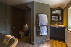 A bathroom at Washingborough Hall Hotel