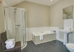 A bathroom at Belle Isle Estate
