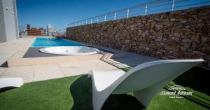 The swimming pool at or near Hotel Howard Johnson Rosario