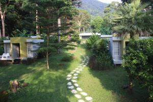 Ein Garten an der Unterkunft Lazy Republique