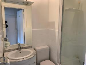 A bathroom at Studio Mare Nostrum
