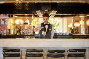 De lounge of bar bij htop Royal Sun