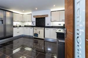 A kitchen or kitchenette at The Penthouse Sale