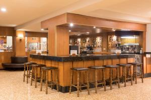 El salón o zona de bar de htop Alexis