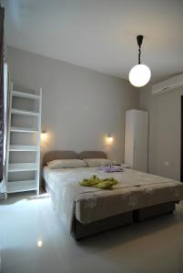 A bed or beds in a room at Apartments Jasmina