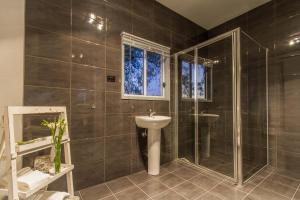 A bathroom at Blaxland's Cottage