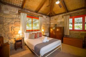 A bed or beds in a room at Monkey Place Country House