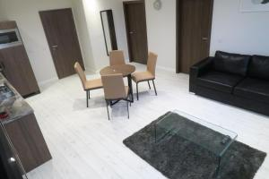 A seating area at Quay Apartments Clarence House