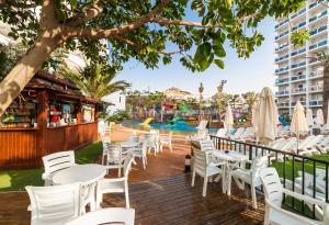 Un restaurante o sitio para comer en Globales Los Patos Park
