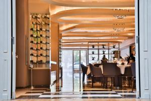 A restaurant or other place to eat at Palladio Hotel Buenos Aires MGallery