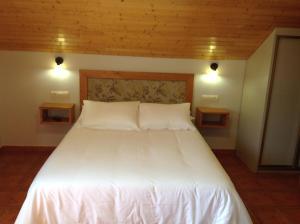 Cama o camas de una habitación en Hotel Rural Los Trobos