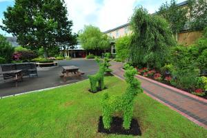 A garden outside Cahir House Hotel