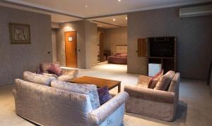 Uma área de estar em Abu Arena Hotel