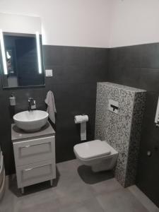 A bathroom at New Port Apartament