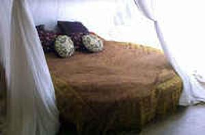 A bed or beds in a room at Bohemian loft