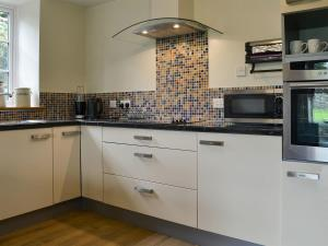 A kitchen or kitchenette at Tryfan