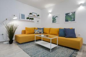 A seating area at Apartments Tudor