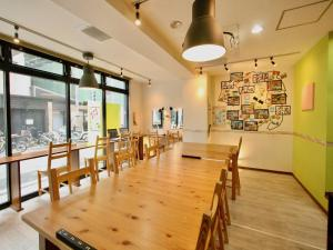 A restaurant or other place to eat at Osaka Guesthouse HIVE