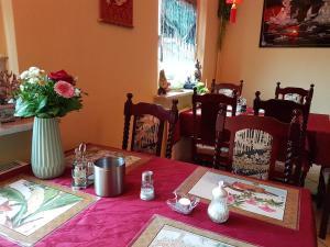 Ein Restaurant oder anderes Speiselokal in der Unterkunft Hotel Alte Post