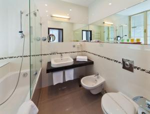 A bathroom at Prague Inn