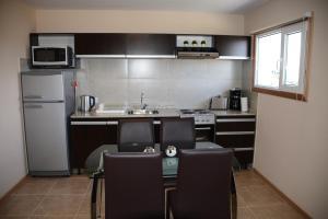 Cuisine ou kitchenette dans l'établissement COMPLEJO LOS GUINDOS - USHUAIA FLAT