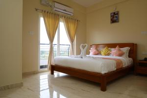 A bed or beds in a room at Lali Petals