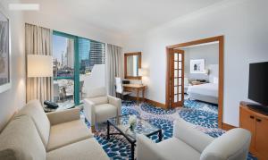 A seating area at Hilton Dubai Jumeirah