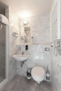 A bathroom at a&o Frankfurt Ostend