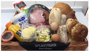Ontbijt beschikbaar voor gasten van Watertorenhotel Nes