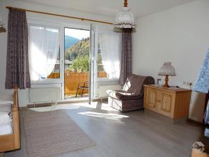 Ein Sitzbereich in der Unterkunft Landgasthaus Kurz Hotel & Restaurant am Feldberg - Schwarzwald