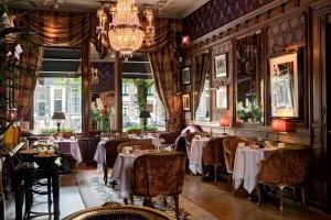Ein Restaurant oder anderes Speiselokal in der Unterkunft The Pavilions Amsterdam, The Toren