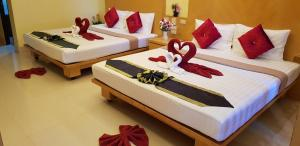 A bed or beds in a room at Lanta Summer House