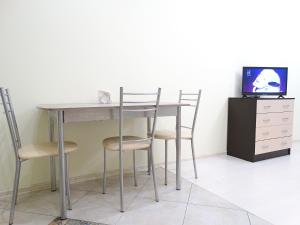 A television and/or entertainment center at Inndays on Prospekt Lenina 132