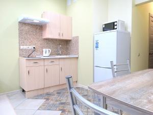 A kitchen or kitchenette at Inndays on Prospekt Lenina 132