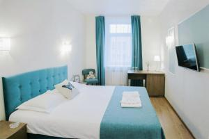 A bed or beds in a room at Farfalle Hotel