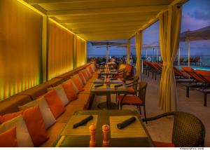 A restaurant or other place to eat at Hotel Arya BW Premier Collection